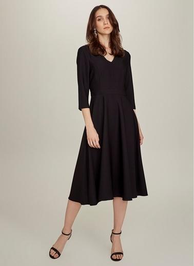 NGSTYLE Essentials - V Yaka Kloş Elbise Siyah
